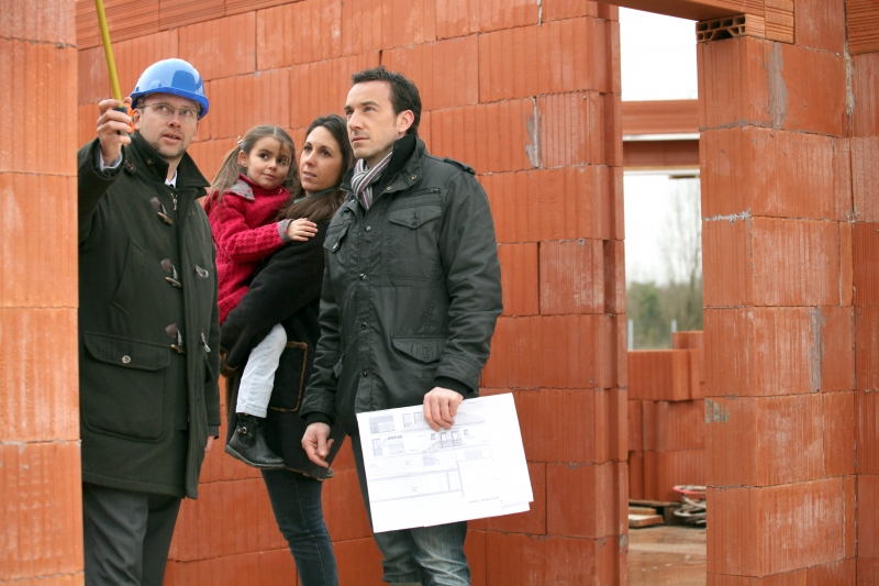 2836378-family-having-their-new-home-inspected-by-an-engineer
